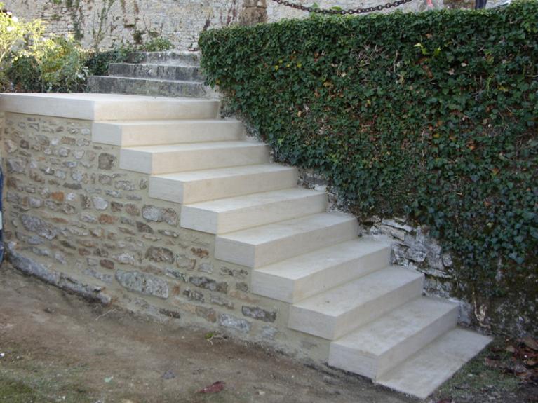 escalier exterieur en pierre de taille
